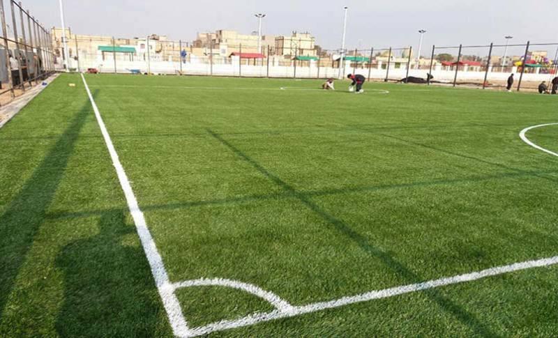زمین چمن مصنوعی مینی فوتبال در ایرانشهر افتتاح شد