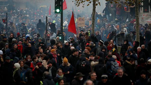 پاریس در اغما؛ روز دوم اعتصابات سراسری فرانسه (