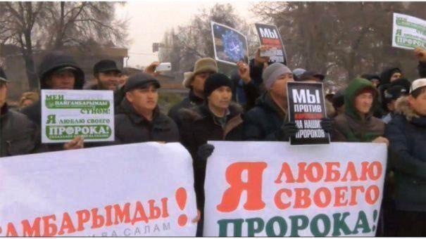خبرنگاران مسلمانان روسیه اهانت فرانسه به پیامبر (ص) را محکوم کردند