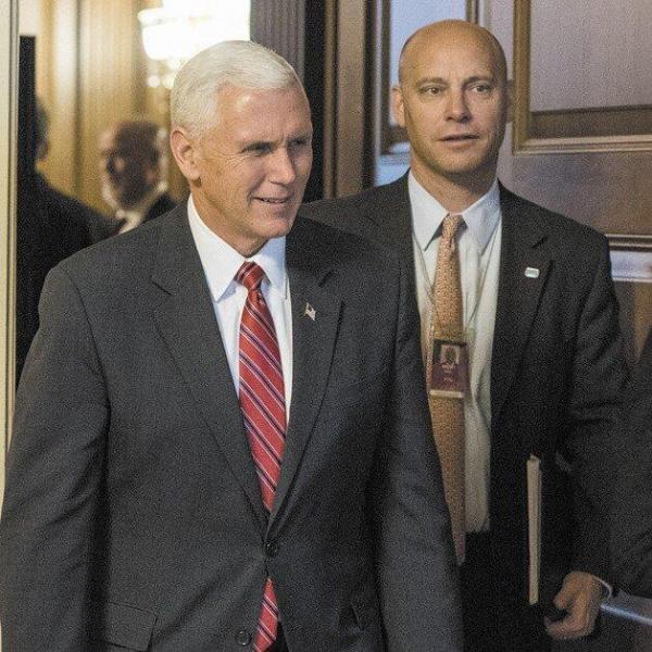 مشاور پنس را به کاخ سفید راه ندادند