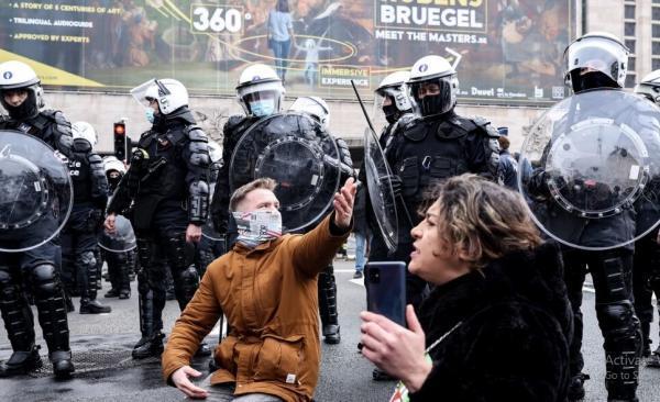 خبرنگاران تظاهرات بلژیکی ها علیه قرنطینه