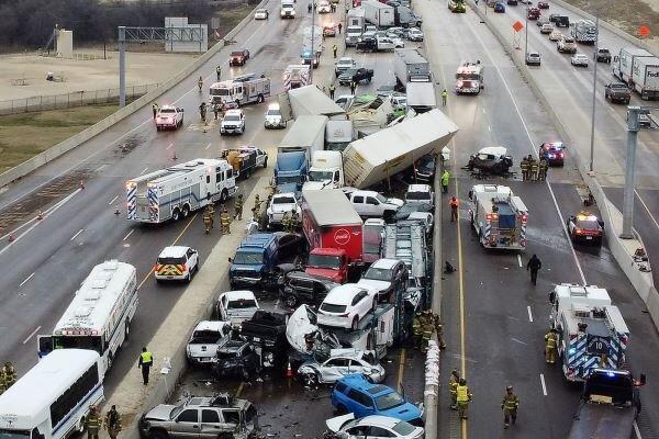 تصادف زنجیره ای در تگزاس، برخورد 100 دستگاه خودرو و مرگ 5 نفر