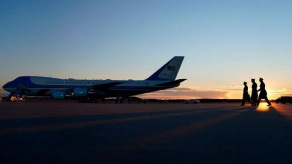ورود غیرقانونی فردی به یک پایگاه هوایی هواپیمای رییس جمهوری آمریکا