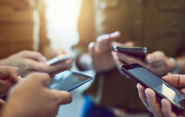 بیش از 77 میلیون مشترک در ایران از اینترنت موبایل استفاده می نمایند بیش از 77 میلیون مشترک در ایران از اینترنت موبایل استفاده می نمایند