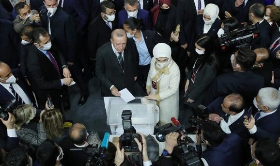 اردوغان در ریاست عدالت و توسعه ابقا شد خبرنگاران
