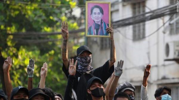 خونتای میانمار منتقدان آنلاین را سرکوب کرد